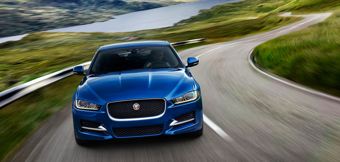 IMAGE_WRAPPER_MM_02_XE_16MY_DRIVINGEXPERIENCE_01_BlueCar-1366x650.jpg