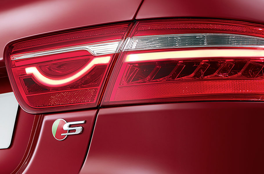Jaguar XE S Iconic Tail Light