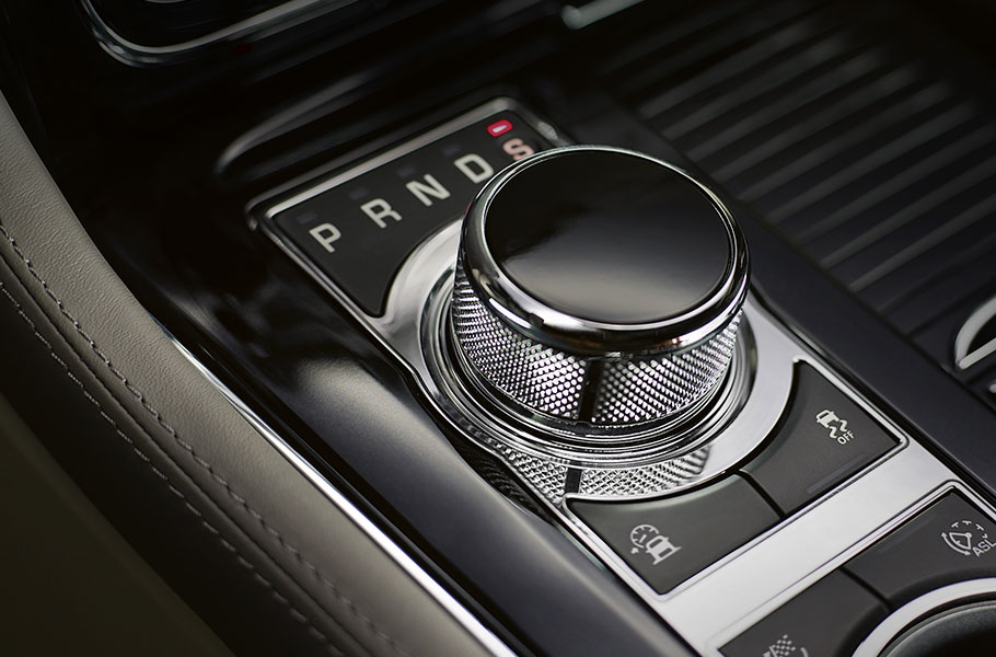 8-speed Automatic Transmission controlled by the JaguarDrive Selector