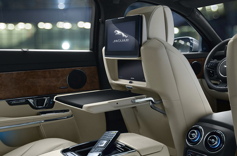 XJ rear entertainent system with 10inch HD screens, remote control