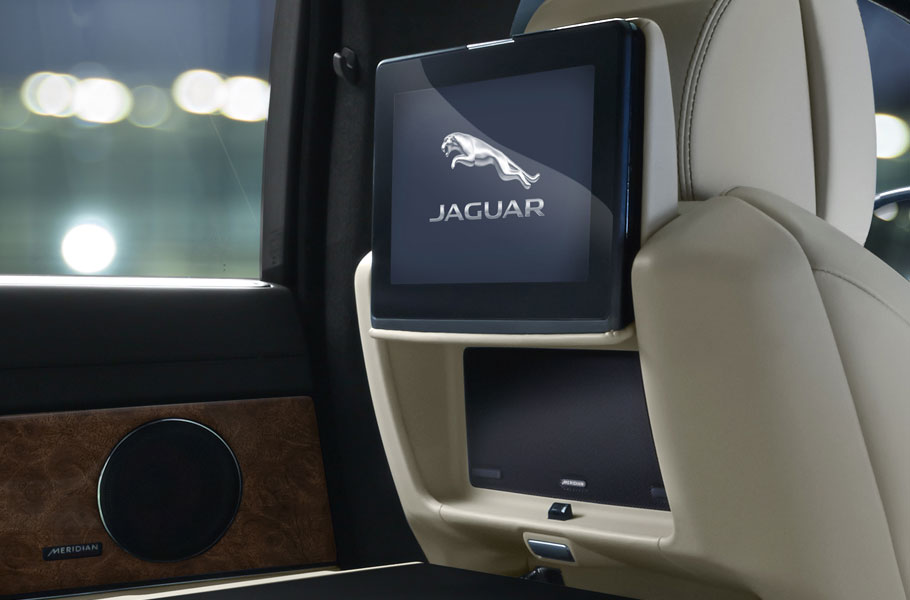 XJ rear entertainent system with 10inch HD screens