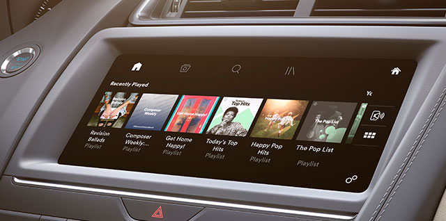 Smartphone Pack for apps displayed on your smartphone by screen sharing with E‑PACE's infotainment system