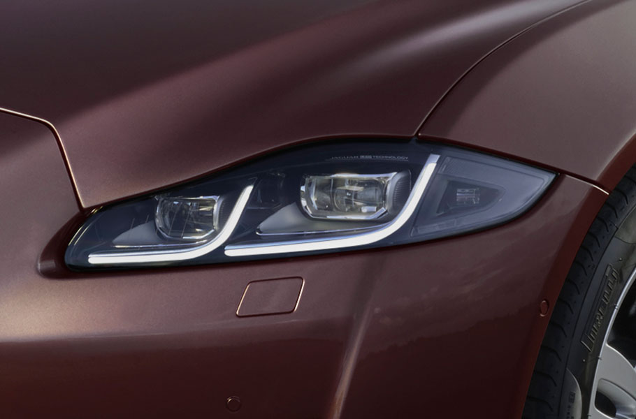 Jaguar XJ Portfolio FULL LED HEADLIGHTS WITH ADAPTIVE LIGHTING AND INTELLIGENT HIGH BEAM ASSIST