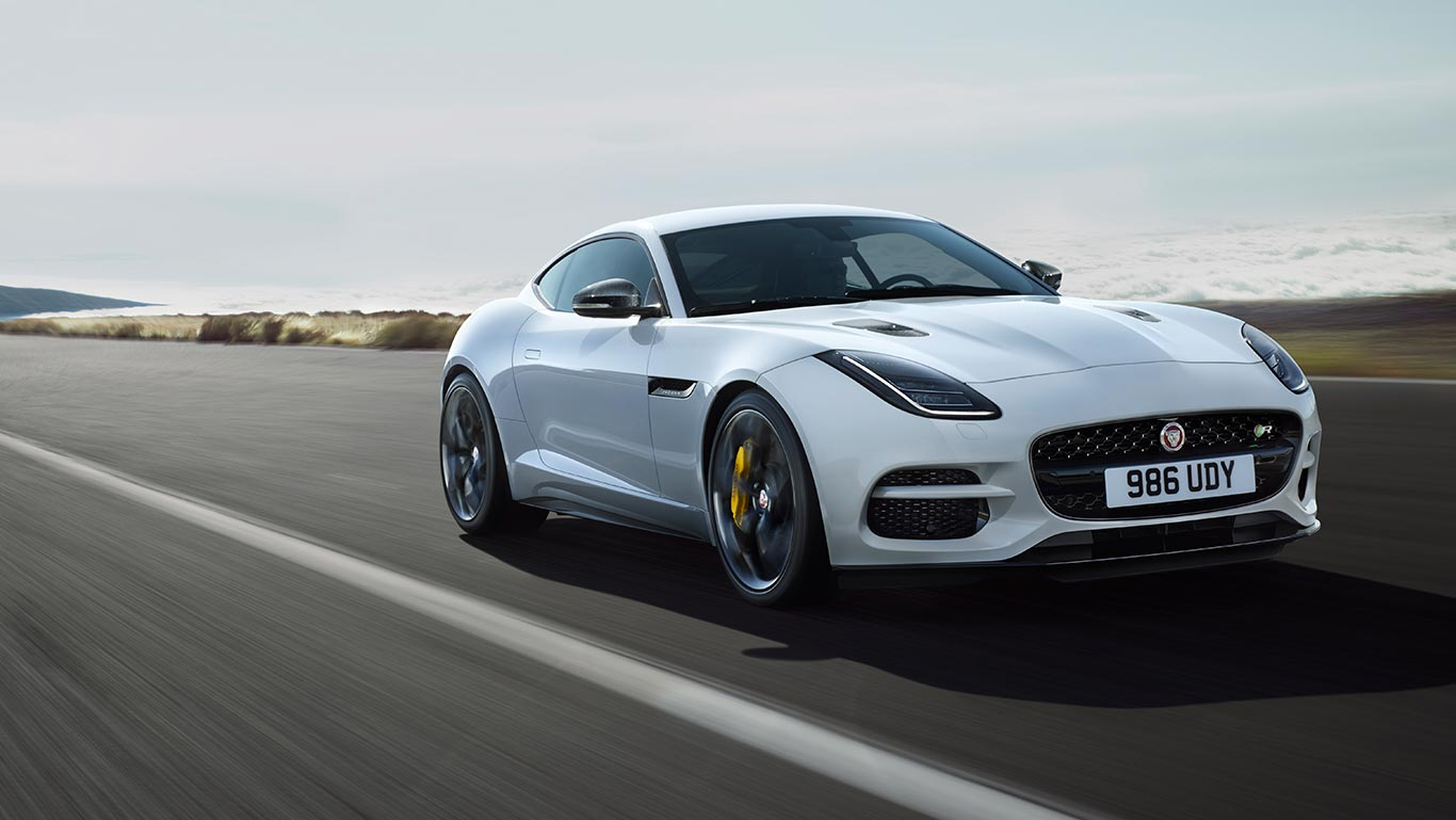 F-TYPE R EN COLORIS YULONG WHITE AVEC PACK FIBRE DE CARBONE SILVER WEAVE