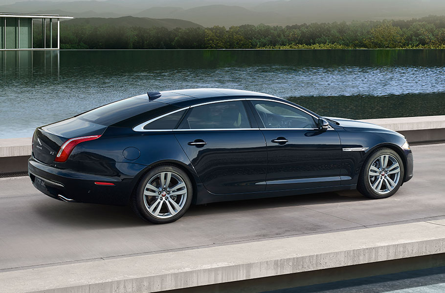 Jaguar XJ Side View Floating Roofline