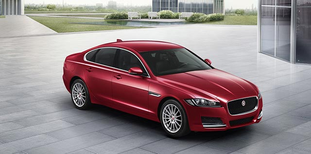 Jaguar XF PURE in Red