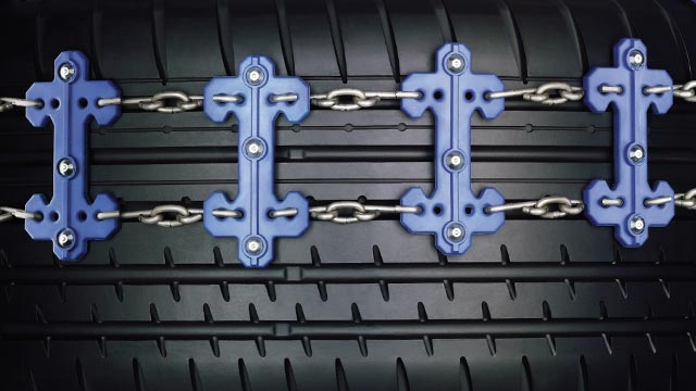 Jaguar XJ utility accessory chain on wheels for driving on snow