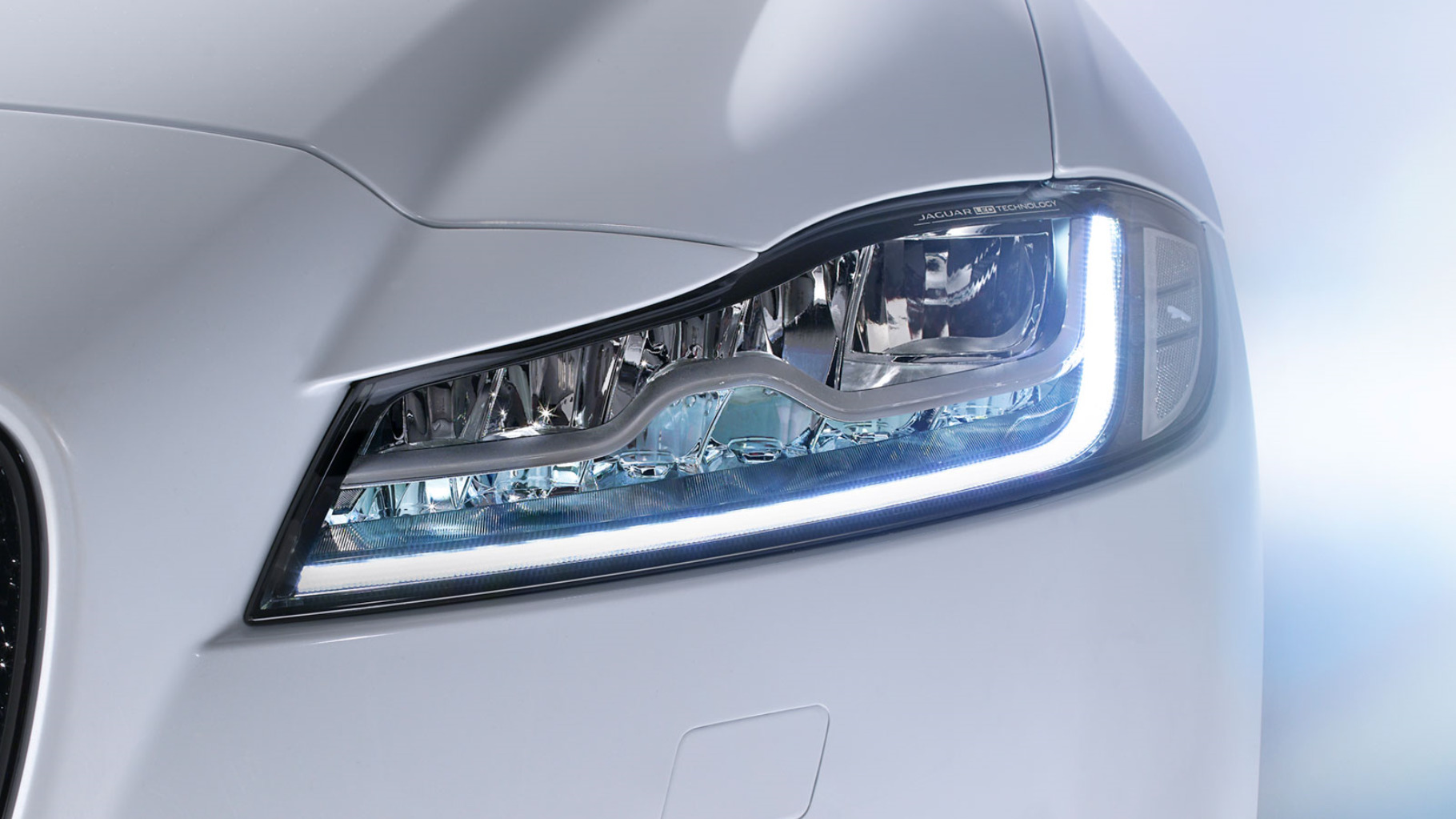 Jaguar XF Automatic Headlamps