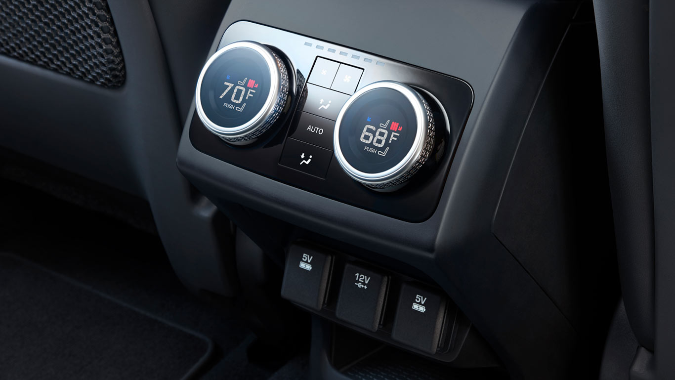 FOUR-ZONE CLIMATE CONTROL CREATES THE IDEAL ENVIRONMENT FOR EVERY PASSENGER