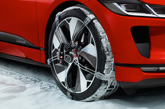 JAGUAR I-PACE WHEEL WITH SNOW TRACTION SYSTEM.