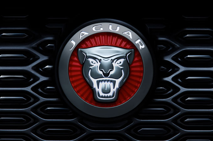 ILLUMINATED JAGUAR FRONT GRILLE BADGE.