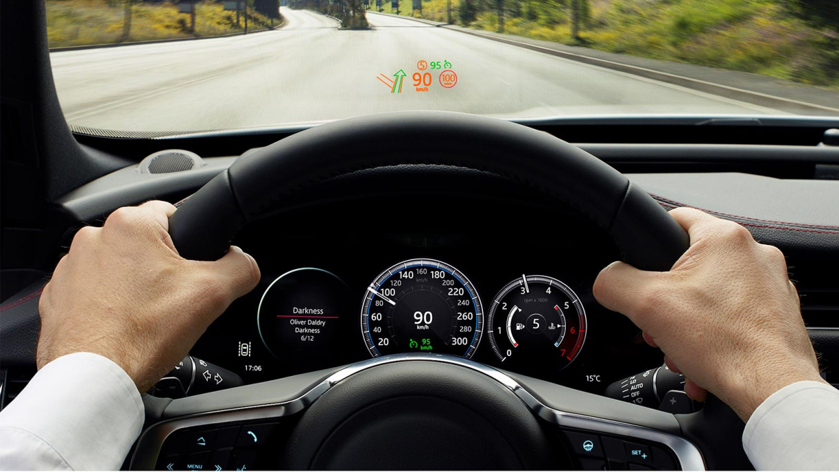 Jaguar F-Pace Head Up Display.