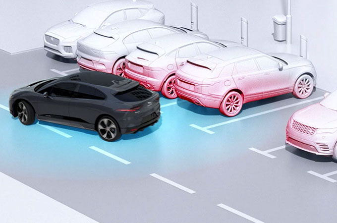 Jaguar I-PACE 360 Surround Camera Assisting With Parking