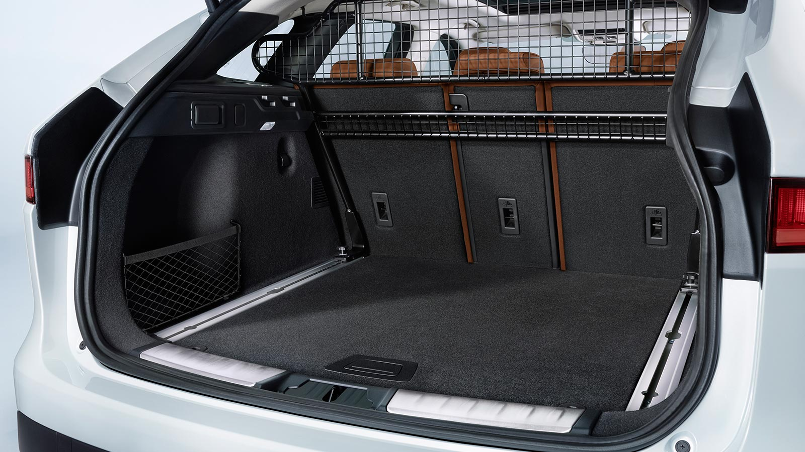F-PACE reversible loadspace floor