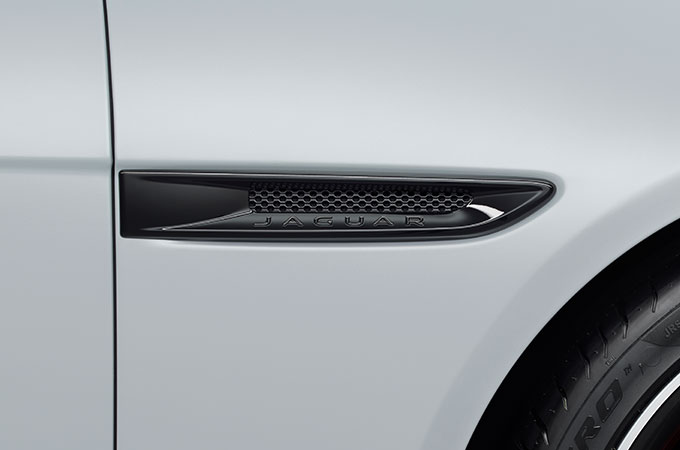 Jaguar XF sidevent styling Pack Accessories.