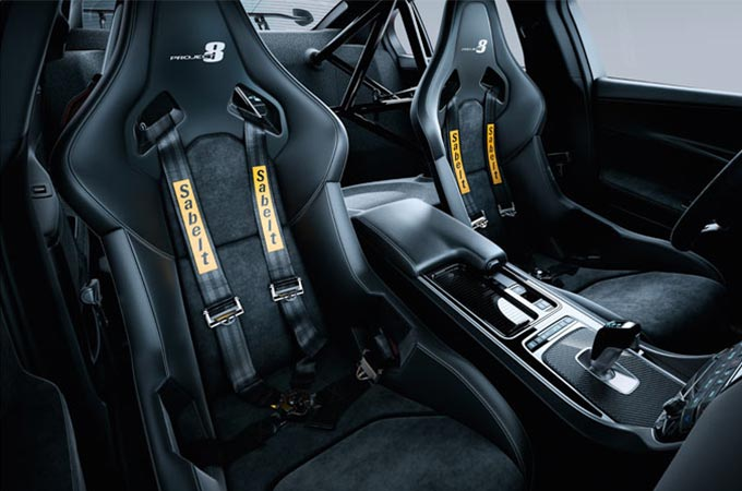 Jaguar XE SV Project 8 racing seats