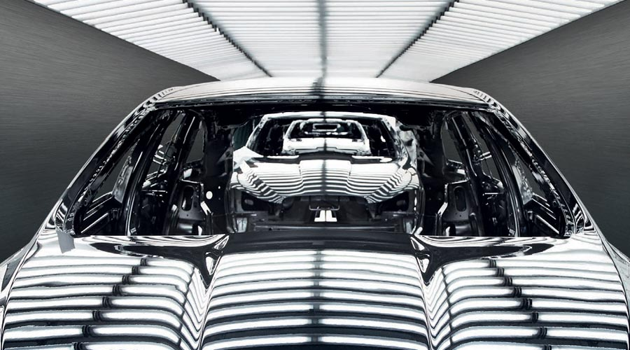 Continuous line of a Jaguar vehicle in black and white.