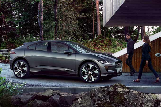 i-pace_behind_design_article_09_680x450_jpg