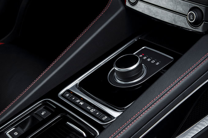 F-PACE central console