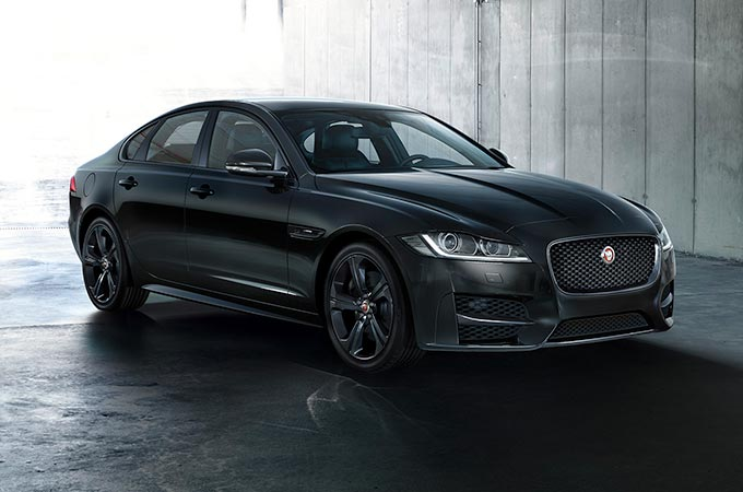 Black Edition Jaguar XF.