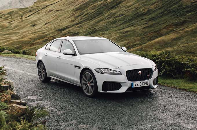 White Jaguar XF, Front Right angle