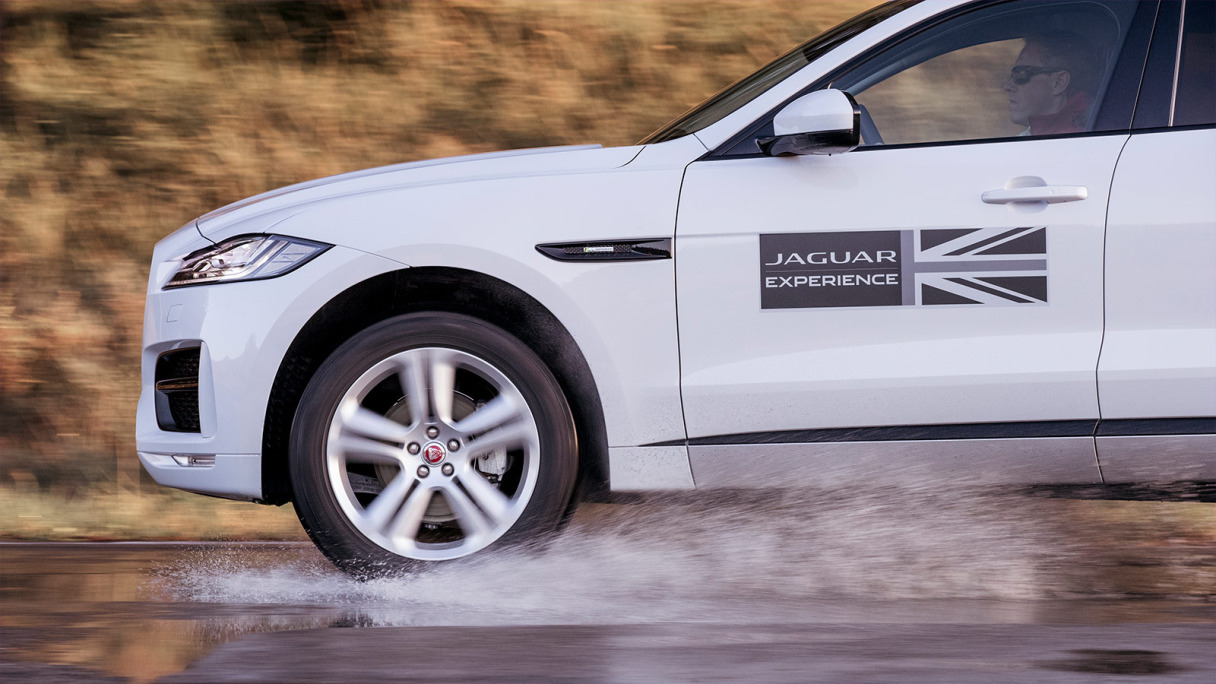 F-PACE driving experience.